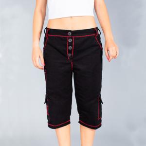 Pantalone donna corto a 3/4 nero con rifiniture zig-zag rosse